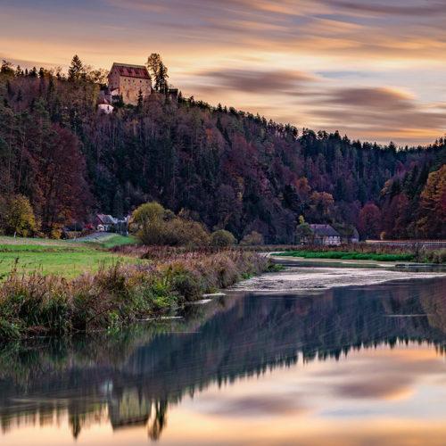 1-Burg-Rabeneck-Sonnenuntergang-im-Herbst